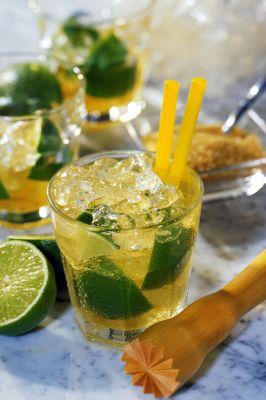 Die Frische grüner Limetten verleiht vielen Cocktails ihre typische Note. (Foto: djd/BSI)